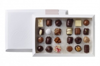 Chokoladeaeske---24-stk.-dessertchokolader.w714.h470.backdrop